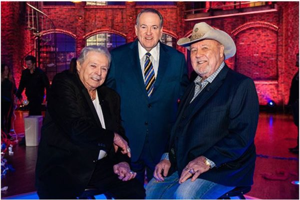 Tune-In Alert: Mickey Gilley and Johnny Lee To Perform As Musical Guests on HUCKABEE