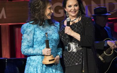 CRYSTAL GAYLE INDUCTED INTO GRAND OLE OPRY BY SISTER AND OPRY LEGEND LORETTA LYNN